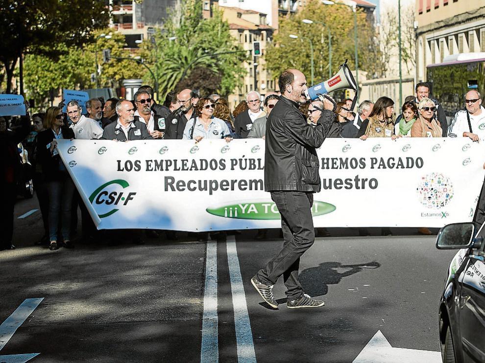 Los sindicalistas cortaron ayer durante unos minutos el paseo María Agustín.