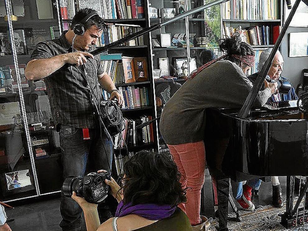 Un momento del rodaje del documental 'El hombre y la música', dirigido por Laura Sipán.