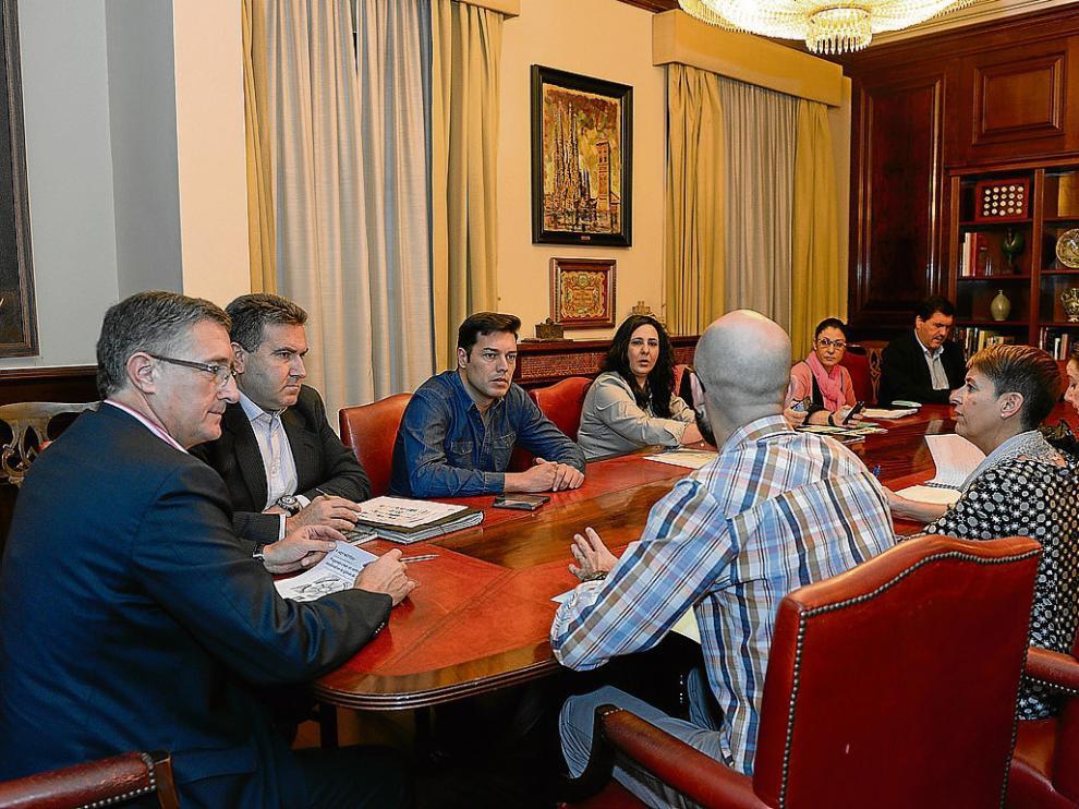 El alcalde, Manuel Blasco, presidió la comisión que debatió sobre el destino de la iglesia de San Miguel.