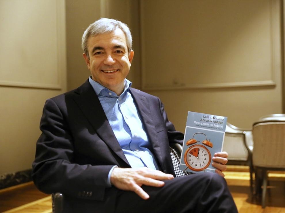 Luis Garicano durante la presentación de un libro en Zaragoza.