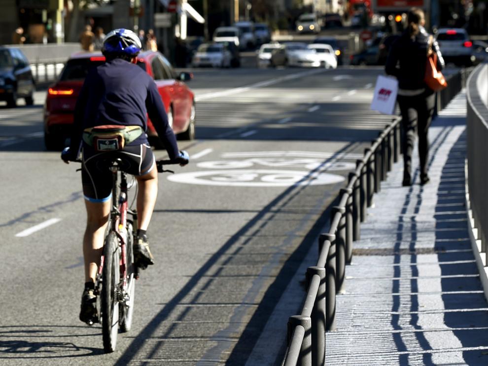 Madrid en bici y sin poder aparcar por la contaminación