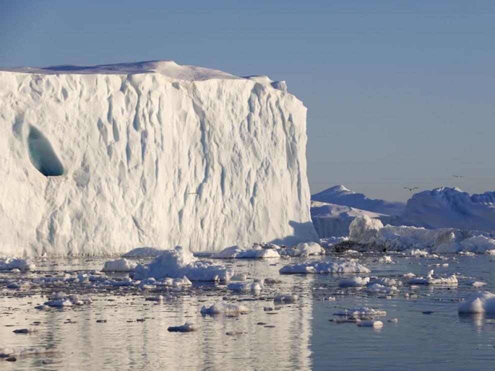 """La NASA alerta del deshielo """"acelerado"""" de un gigantesco glaciar en Groenlandia."""