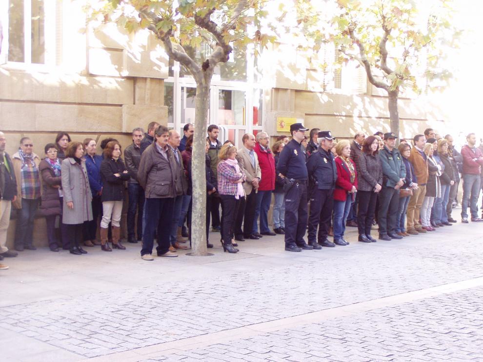 La concentración frente a Subdelegación ha reunido a unas 70 personas.