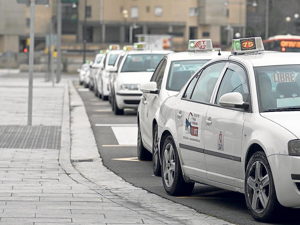Los taxistas de Zaragoza apoyan las matrículas azules