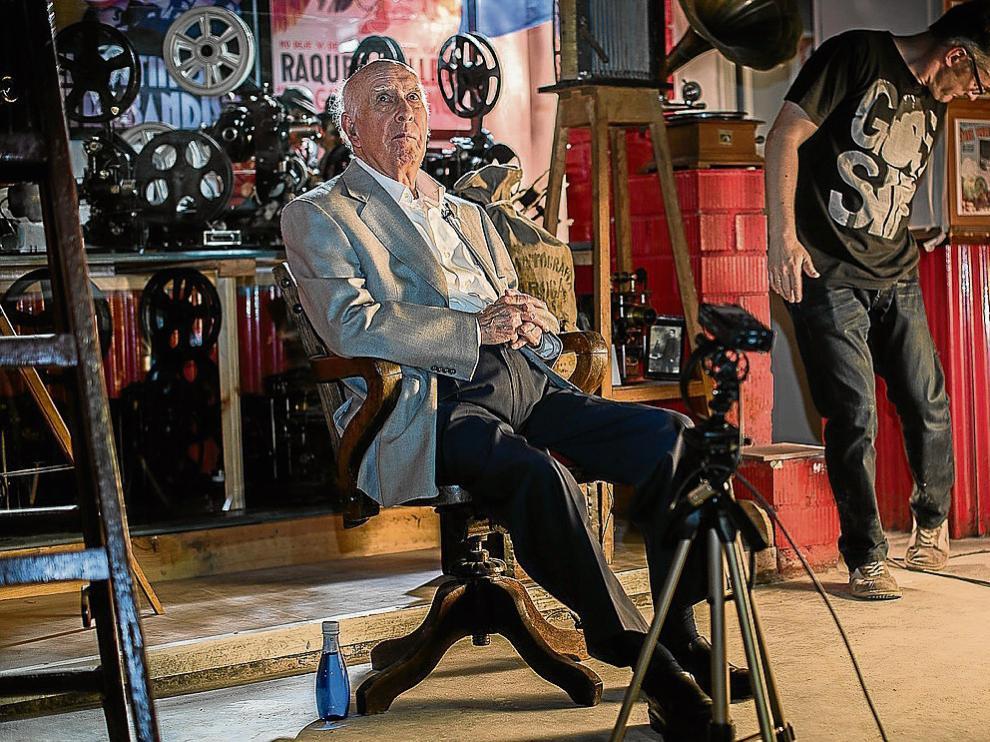 Ducay, junto a cámaras de la empresa Cinematografía Daroca, en la que solía comprar películas.