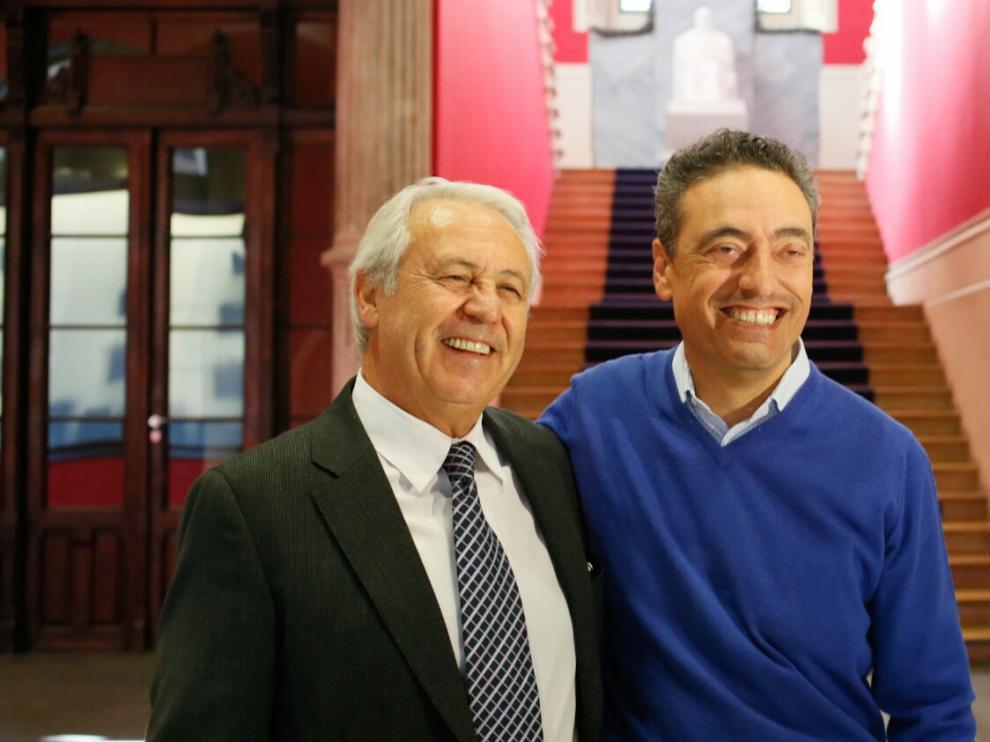 El consejero delegado de Biofabri, Esteban Rodríguez, y el científico de la Universidad de Zaragoza Carlos Martín Montañés.