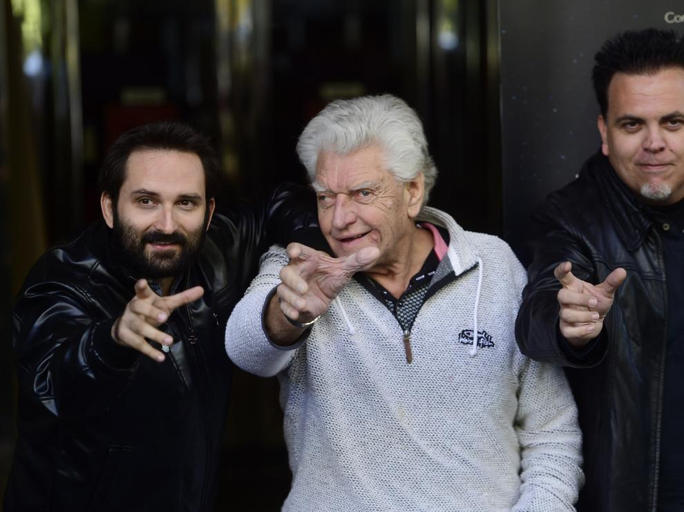 David Prowse, en el centro, junto a los directores del documental