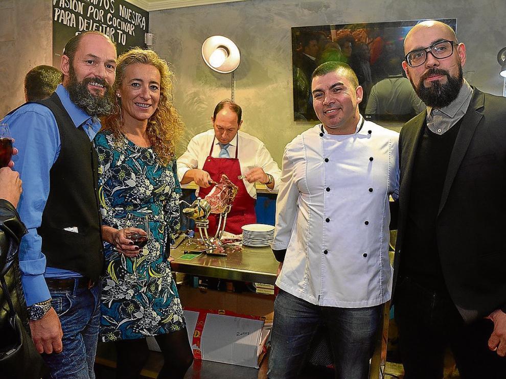 Tom Kunz, Rocío Sanchez, Boris Scarpa y Álex Salinas, en la taberna Sin Nombre.