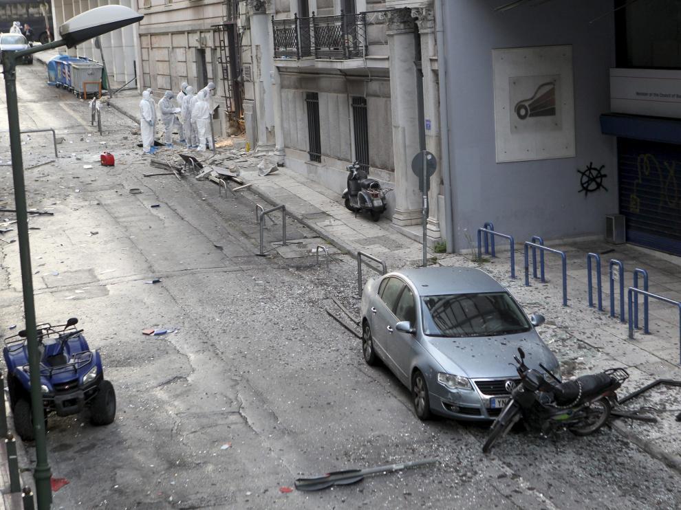 La Policía alcanzó a acordonar toda la zona y a evacuar como medida preventiva un hotel situado en las inmediaciones.