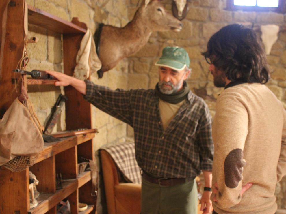 Álex Angulo y Alejandro Cortes, durante el rodaje de 'Refugios'.