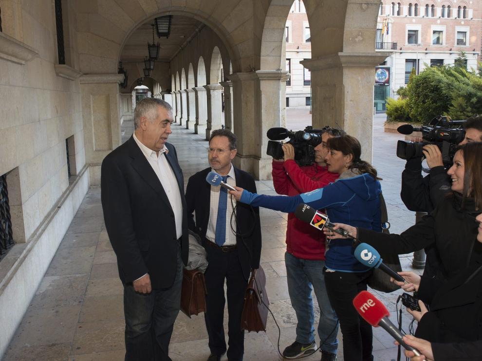 El expresidente de la Diputación de Teruel, el socialista Antonio Arrufat, dimitió el pasado día 10 como delegado territorial de la DGA en Teruel tras haber declarado como imputado ante el juez el día anterior.