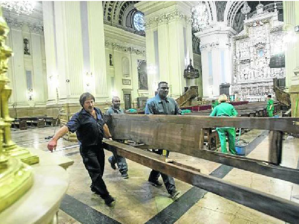 El atentado en la Basílica del Pilar afectó a cuatro bancos y el órgano, así como a una víctima.
