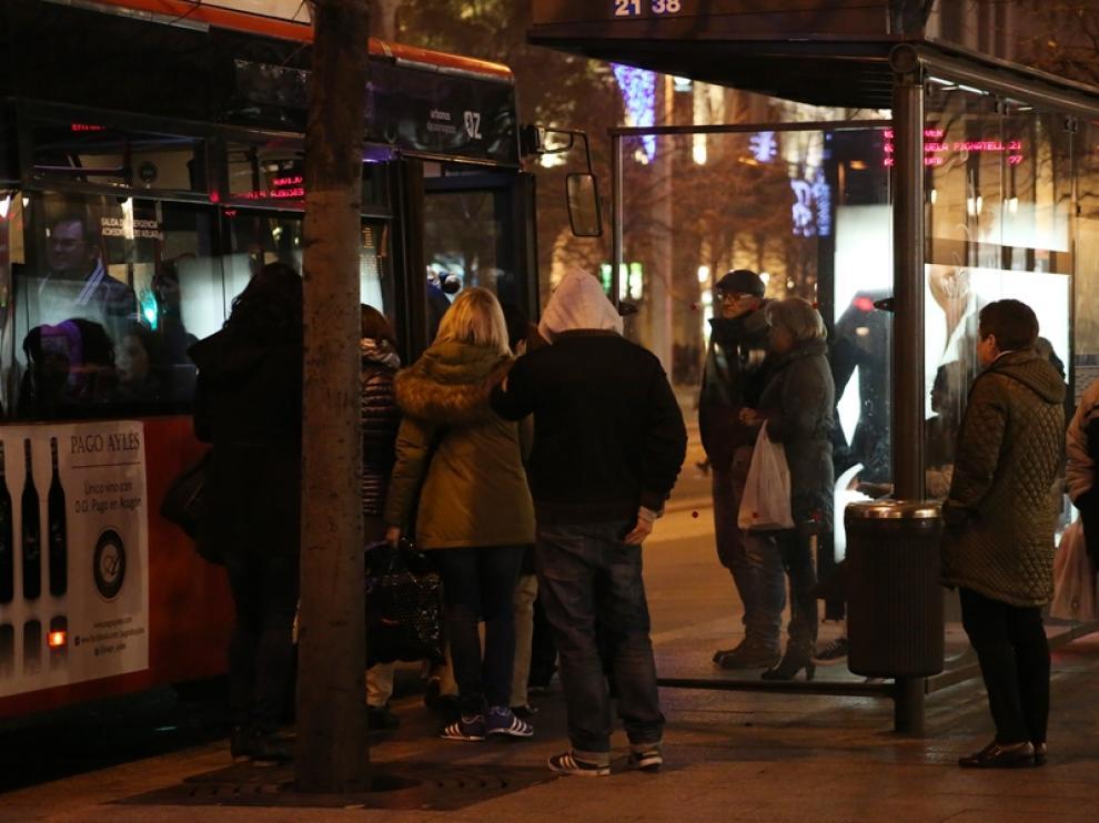 Largas esperas en la huelga de autobuses