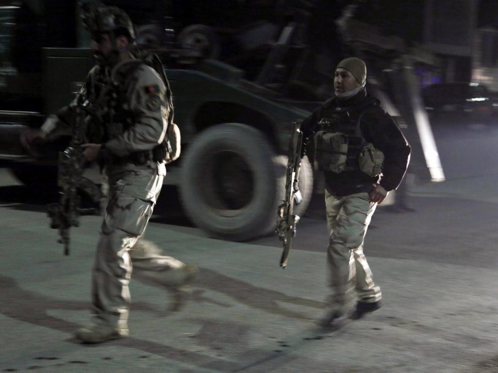 Las Fuerzas de Seguridad afganas llegan al lugar del atentado.
