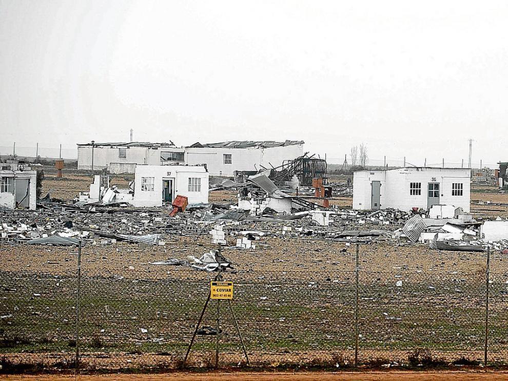 La explosión en cadena del pasado 31 de agosto arrasó la planta de Pirotecnia Zaragozana en Garrapinillos, que ayer ofrecía esta imagen de desolación.