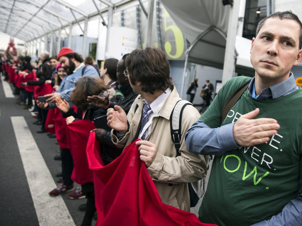 Miles de personas salen a la calle en París un mundo sostenible