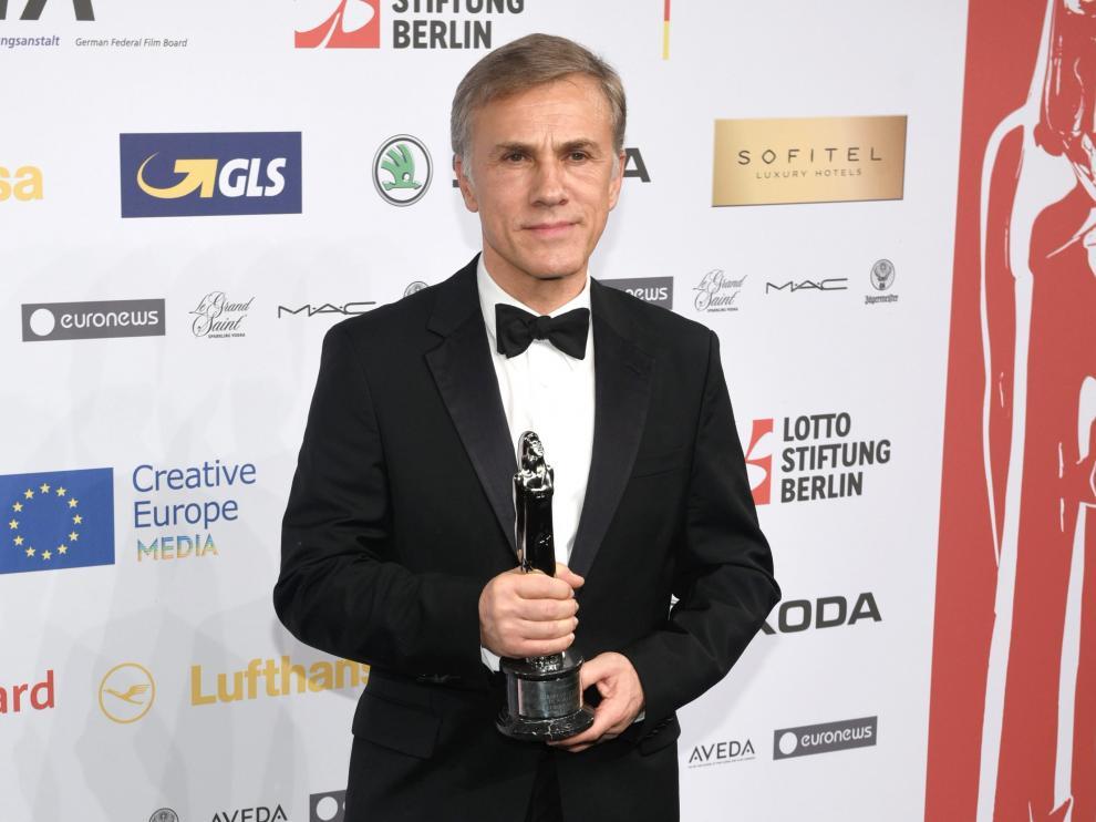 Christoph Waltz con su premio honorífico tras la gala.