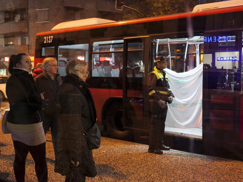 Imagen del autobús detenido en la plaza de san Miguel