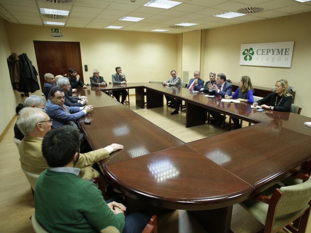 Jordi Sevilla y Susana Sumelzo, en un encuentro con los empresarios aragoneses.