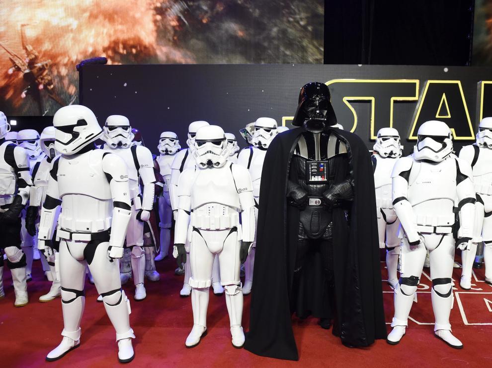 Fans de Star Wars se caracterizan para el estreno de la última película de la saga.