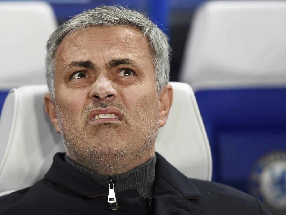 Mourinho ha sifo destituido este jueves como entrenador del conjunto londinense.