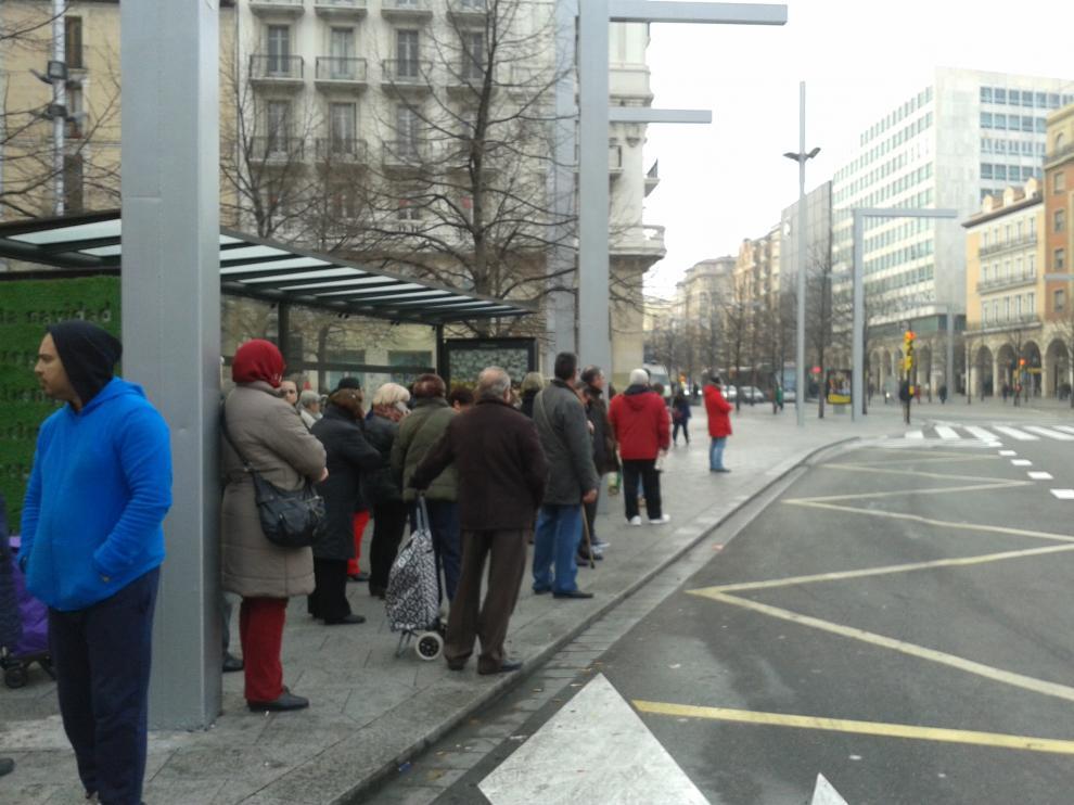 Parada de autobús en la plaza de España.