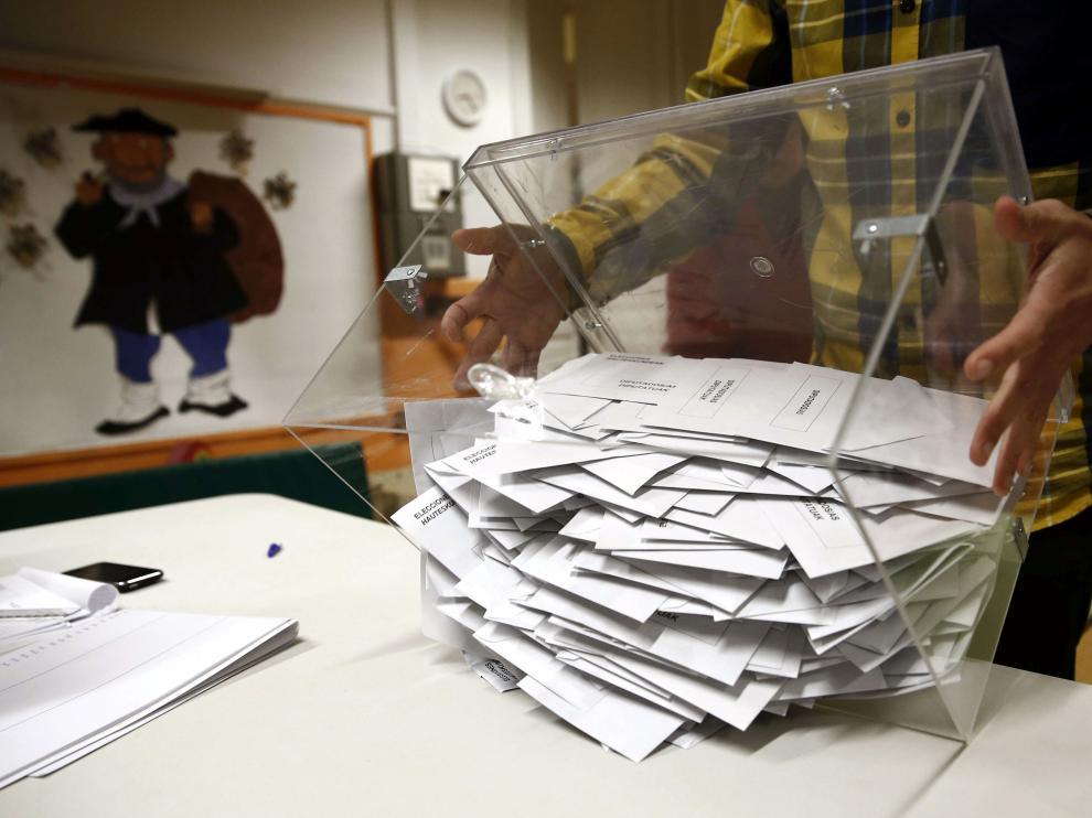 Urna de las pasadas elecciones autonómicas.
