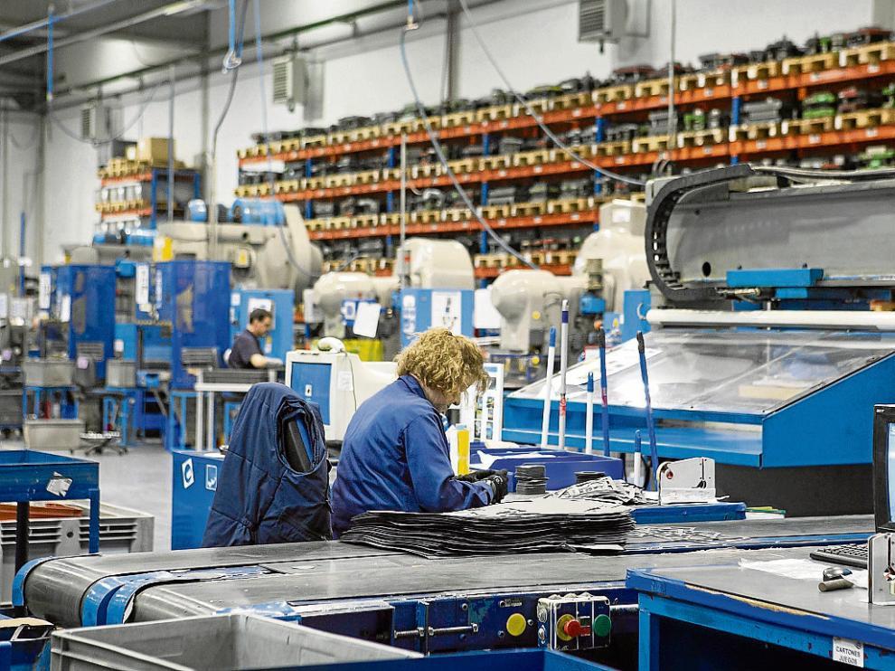 La automoción (en la foto, una empresa proveedora) es clave en nuestras exportaciones.
