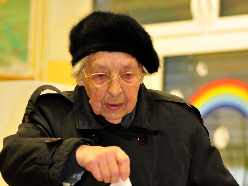 Eslovenos participan en el voto para decidir si aprobar o no el matrimonio homosexual