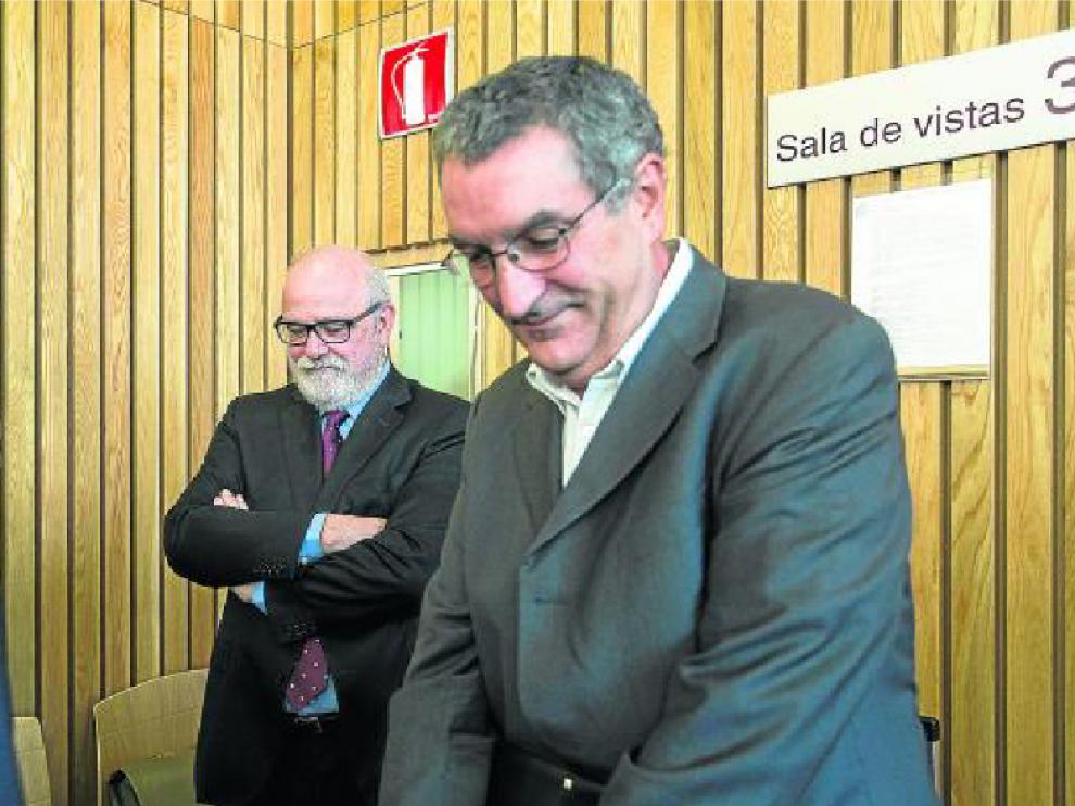 El exviceconsejero de la DGA Carlos Esco (izquierda) y Ricardo García Becerril, en la Audiencia.