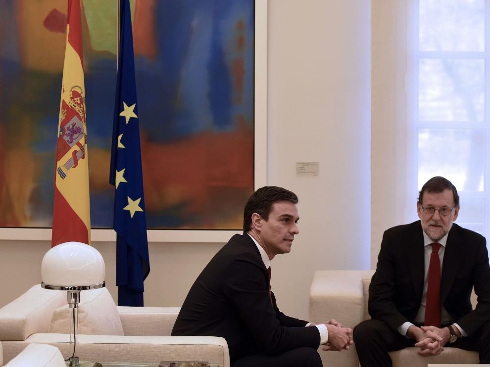 Pedro Sánchez y Mariano Rajoy, en una reunión en la Moncloa el pasado 23 de diciembre.
