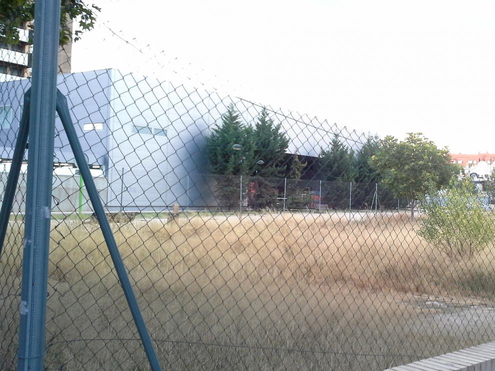 Uno de los más de 40 solares vacíos que se han contabilizado en el barrio de Jesús