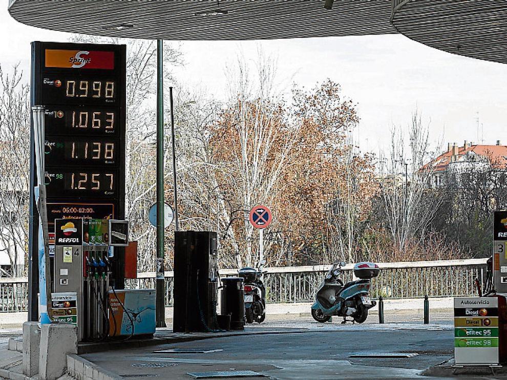 Los precios del carburante en la estación de servicio del paseo de la Mina que se cobraron ayer.