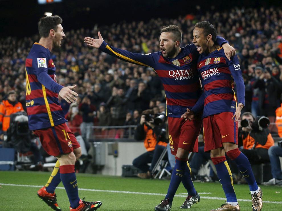 Varios jugadores del FC Barcelona celebran uno de los goles.