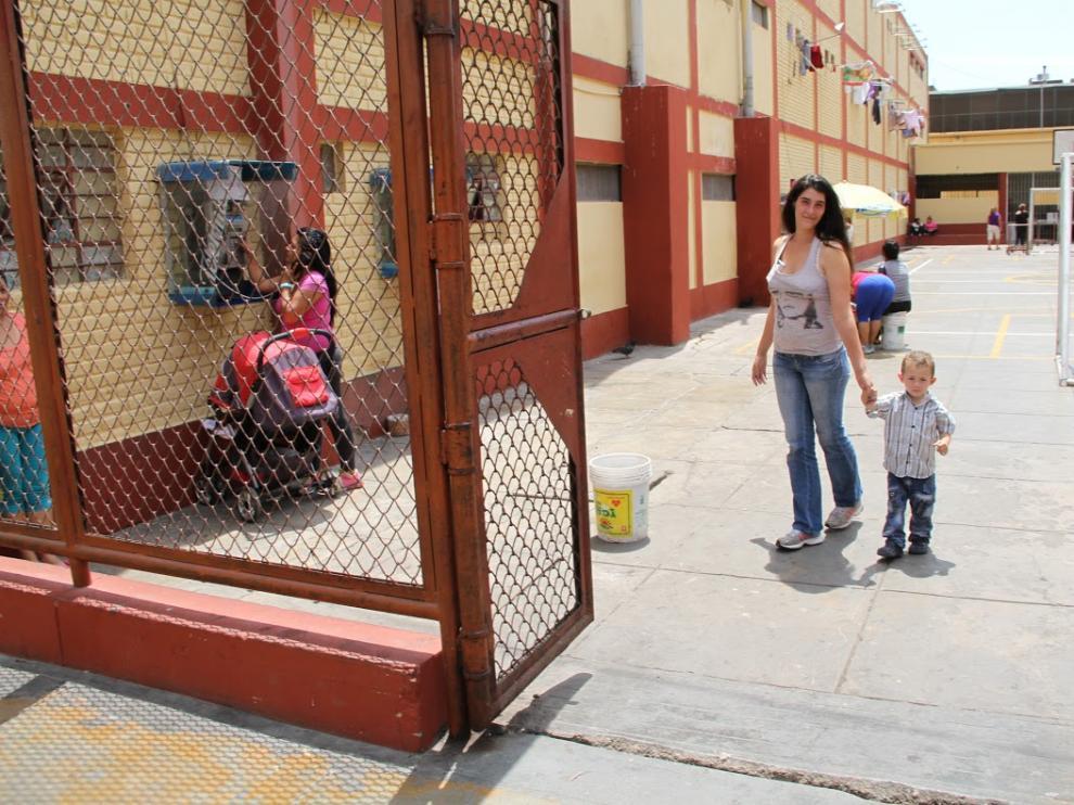 Ana Pilar y Jairo, en el patio de la prisión de Chorrillos el pasado 11 de abril