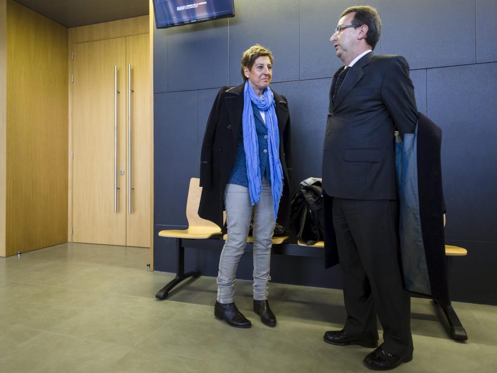 María Victoria Pinilla, con su abogado, José Antonio Visús, en una foto de archivo.