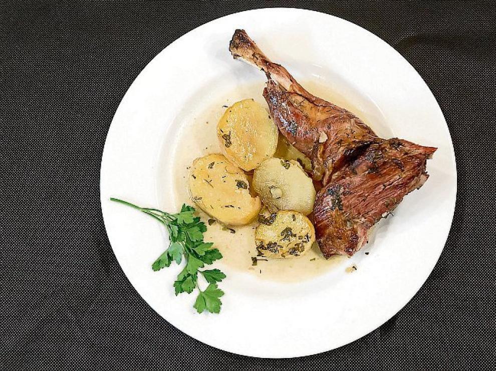 Receta de ternasco asado con patatas.