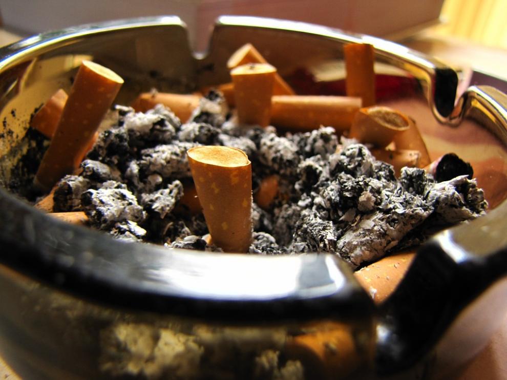 Las leyes no actúan en el interior de los hogares, pero sí influyen -según los expertos- en que haya una mayor conciencia social por parte de los padres fumadores.
