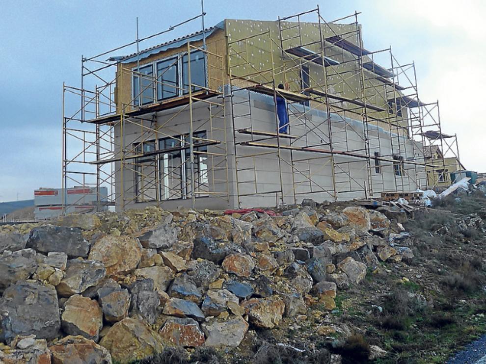 Imagen de la construcción en Fuentelfresno, ya sólo a falta de los remates