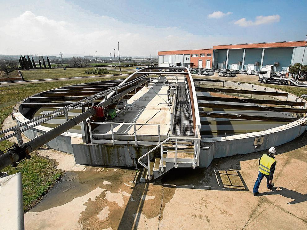 Vista de la depuradora de La Cartuja, que el Ayuntamiento de Zaragoza financió en solitario.