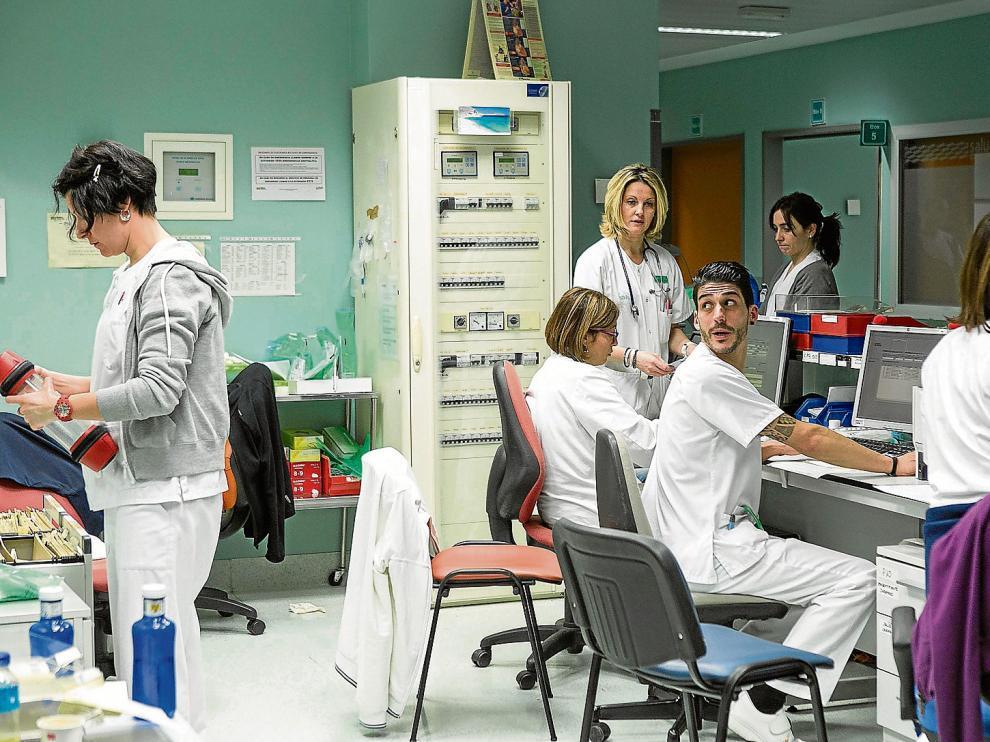 El servicio de Urgencias del Miguel Servet (solo hospital General) atiende una media de 330 pacientes al día. Puede haber picos  en los se que superan los 400.