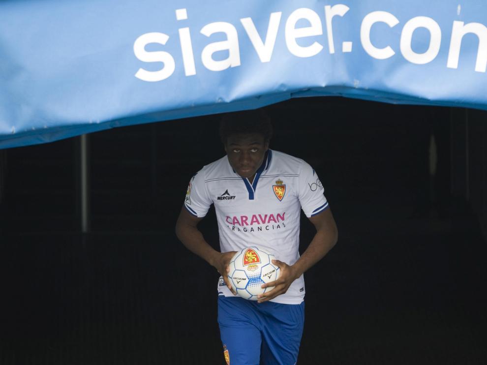 Dongou, en su presentación como jugador del Real Zaragoza