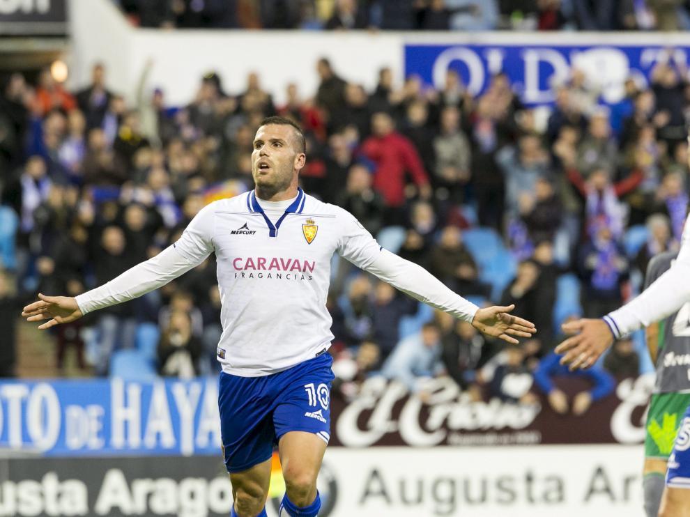 Ortuño celebra un gol con el Real Zaragoza
