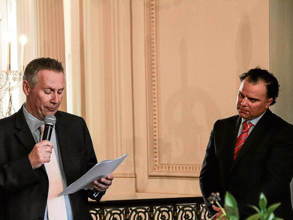 Fernando de Yarza –derecha– asumió la presidencia de News Media Europe. En la foto, con lord Black.