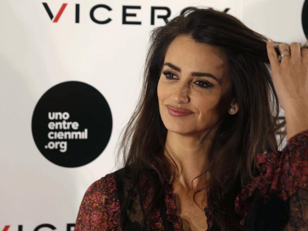 """La actriz Penélope Cruz, posa durante la presentación de """"Soy Uno entre Cien Mil"""", el documental sobre niños enfermos de leucemia"""