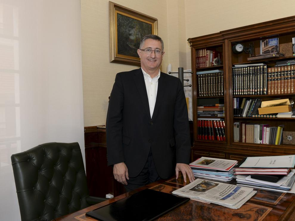 Manuel Blasco (PP), en el despacho de la alcaldía de Teruel tras presentar su renuncia.