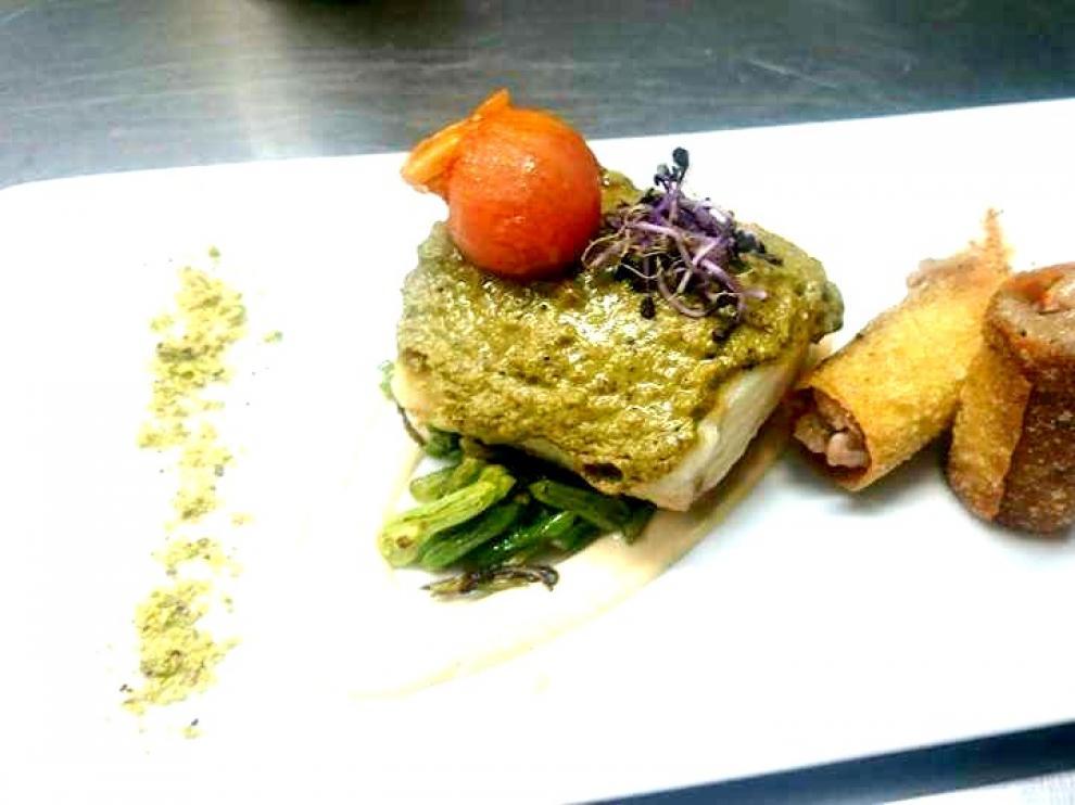 Merluza con costra de pistacho y menestra de judía verde, del restaurante Nuevo Tabernillas de Zaragoza.