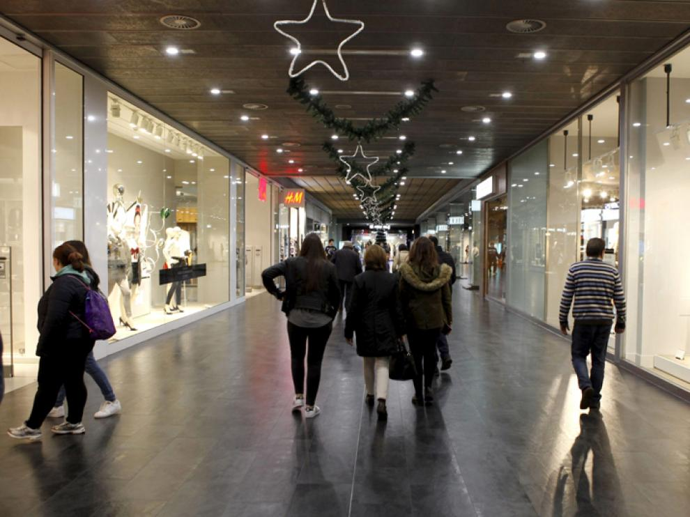 Interior del Centro Comercial Camaretas.