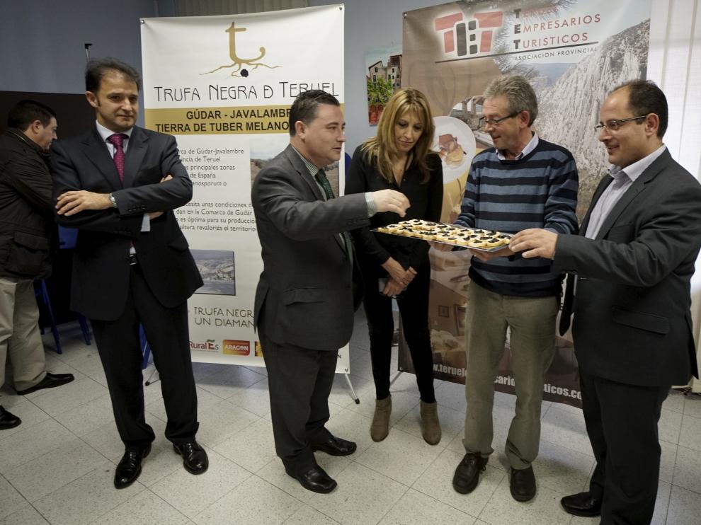 Degustaciones. Empresarios y truficultores presentaron ayer la IV edición de las Jornadas Gastronómicas de la Trufa Negra de Teruel con degustaciones de este producto, que representa un importante motor económico.