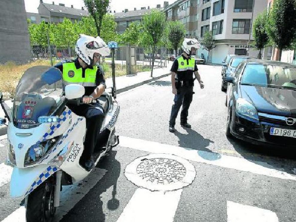 Una patrulla de la Policía Local de Utebo, durante una ronda por las calles del municipio.